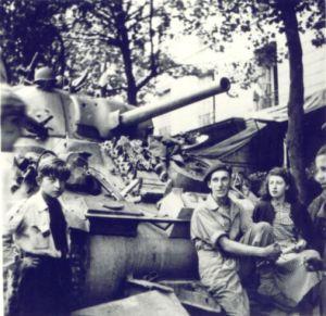Éléments du 501 RCC le 25 Août 1944 à Paris place de la Sorbonne