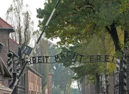 Entrée du camps de concentration et d'extermination de Auschwitz