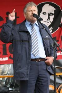 Udo Voigt à une commémoration à la mémoire de Rudolf Hess (représentant d'Adolf Hitler auprès du parti nazi)