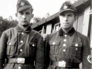 Günter Grass à droite, en 1944, lors de sa préparation à l'entrée dans les Waffen SS
