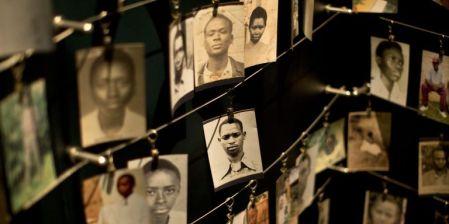 4396558_3_080b_des-photos-de-victimes-du-genocide-rwandais-au_7658accc959eb2911776ea1d976bd872